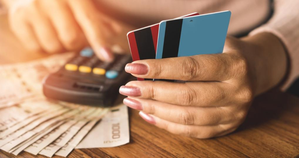 Woman calculating the average credit card interest rate