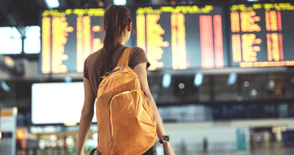 Girl looking for the cheapest days to fly