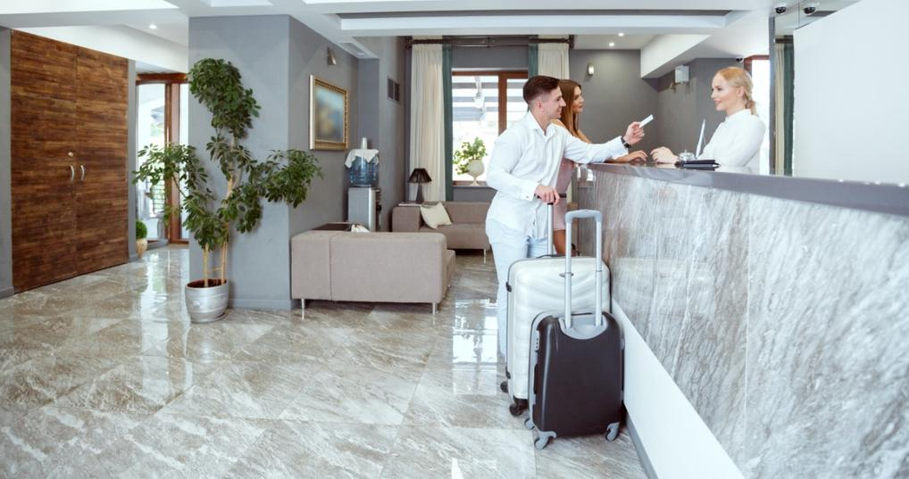 Couple checking in using their Hilton Honors points