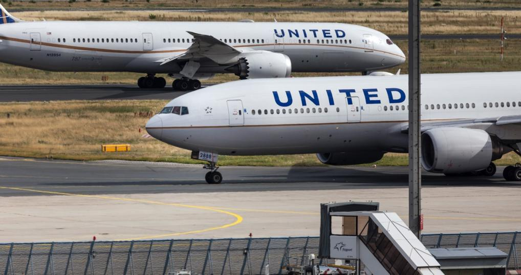 United airplanes on the tarmac