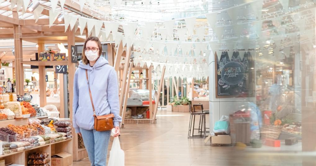 woman shopping in grocery store with mask