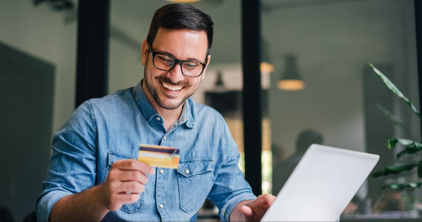 Man using his credit card on his laptop