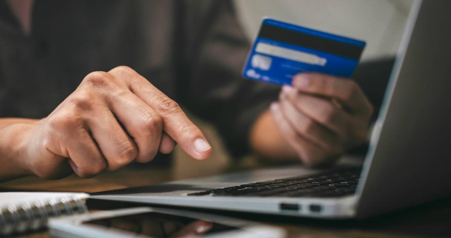 Simple Ways to Earn Cashback on a Debit Card