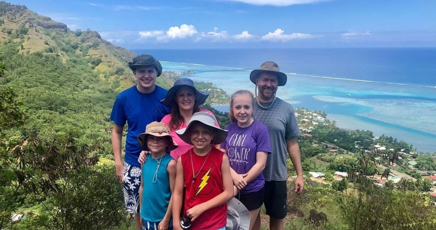 This Family Paid Only $628 for a 10-Day Tahiti Trip (and Volunteered in the Community)