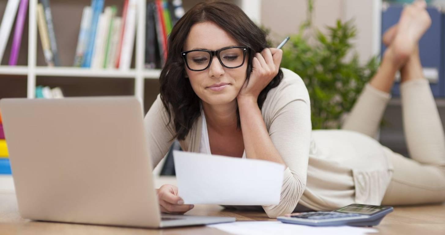 woman considering amex personal savings account