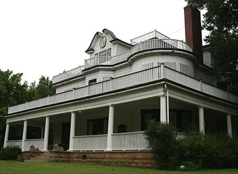 Stone Lion Inn in Guthrie, Oklahoma